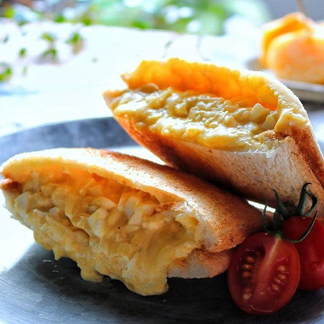 カレー風味のチーズ入りたまごサンド