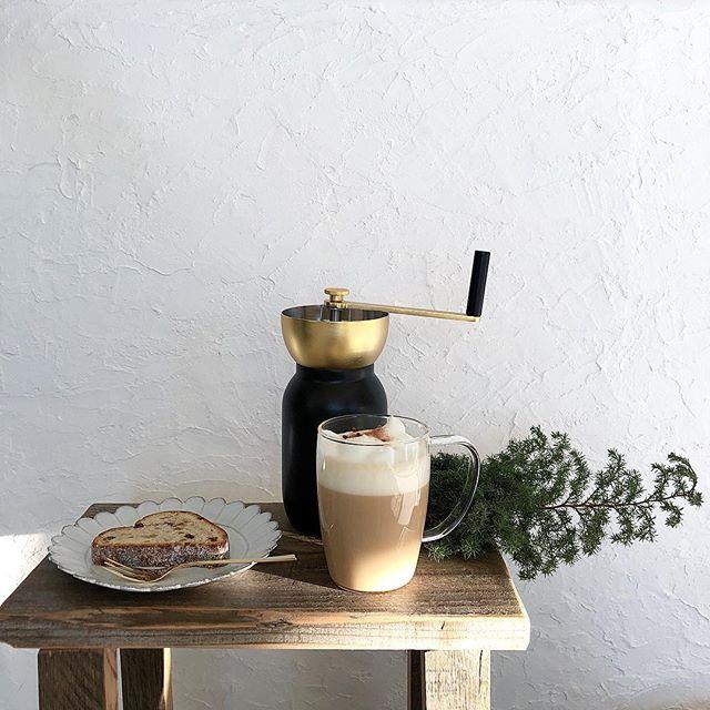 モダンなコーヒーミルのある空間