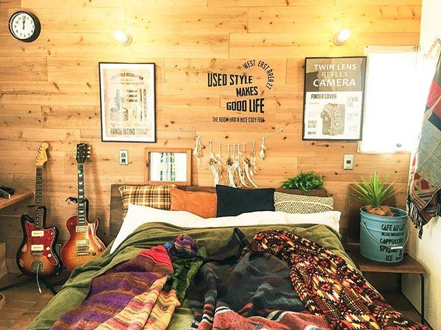 ベッドルームの木の壁