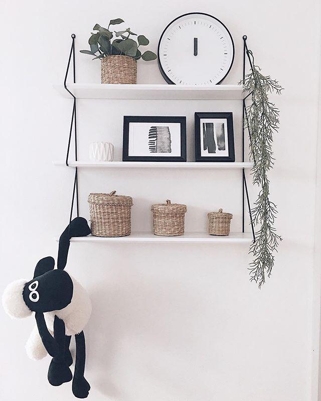 デザインいろいろ!取り付け簡単な壁面収納棚4