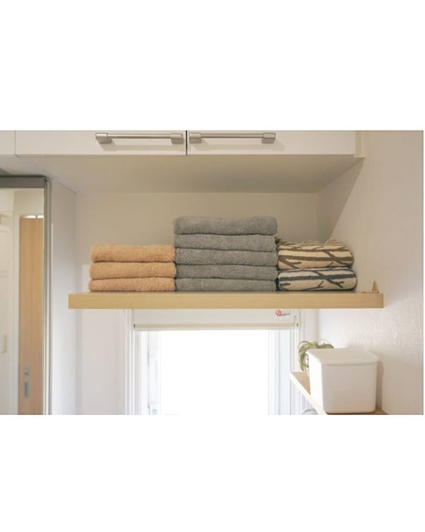 色や柄で分けて統一感のあるタオル収納に