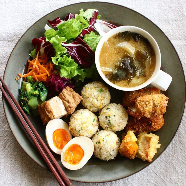雑魚と卵の炒飯おにぎりワンプレート