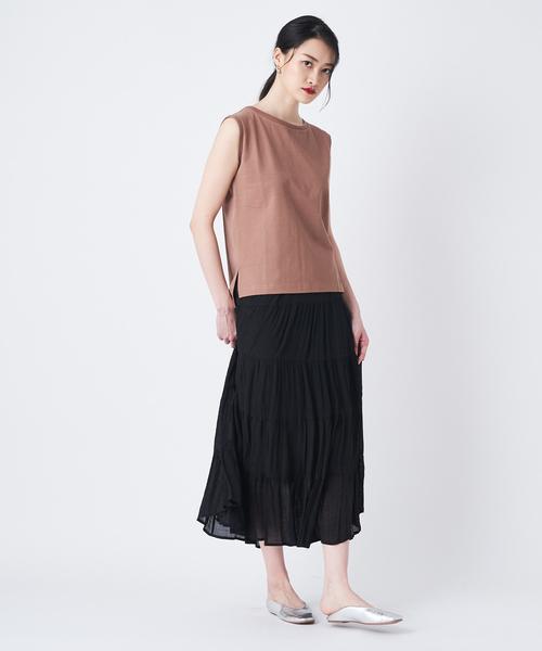 カラートップス×ロング丈黒ティアードスカート