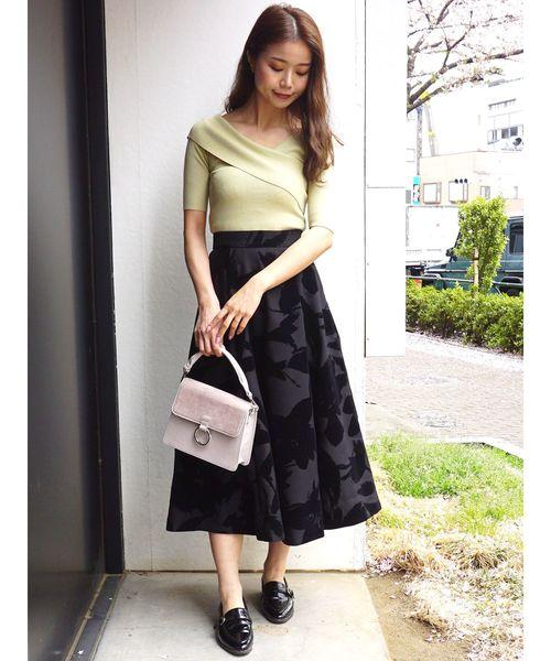 花柄黒フレアスカート
