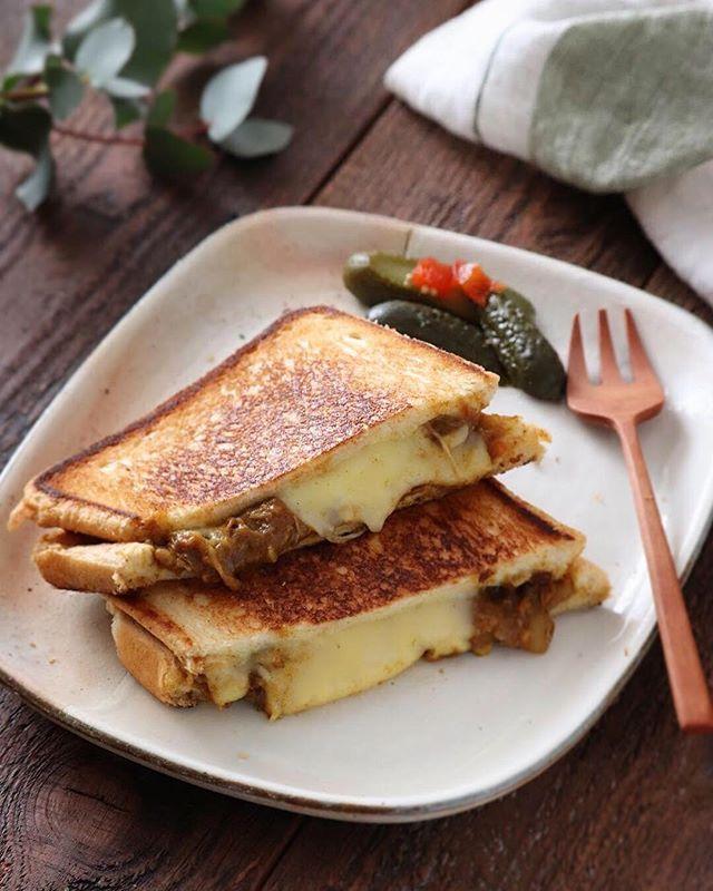 とろ〜りチーズとカレーのホットサンド