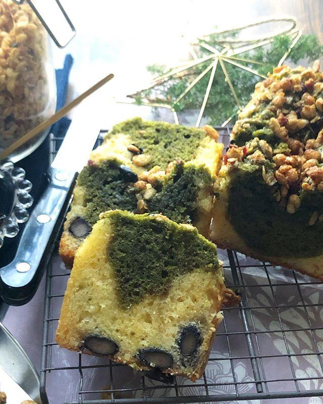 お豆とおさつ黒蜜きな粉グラノーラがけ