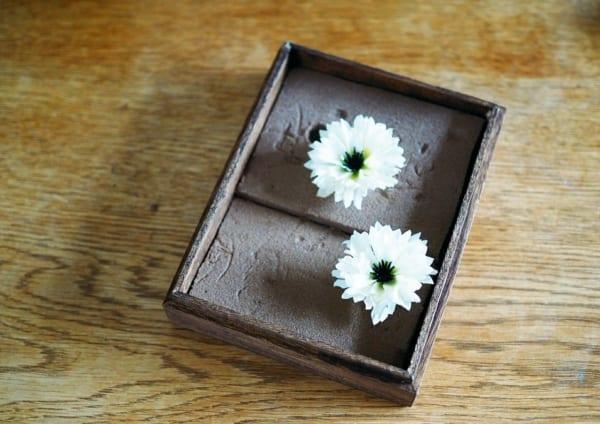 5.造花やドライパーツをつけていく2