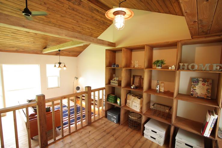 二階の造作棚