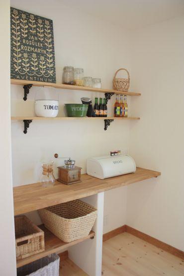 キッチンの棚板タイプの造作棚