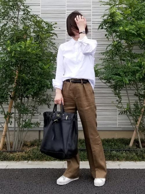 茶色 パンツ コーデ4