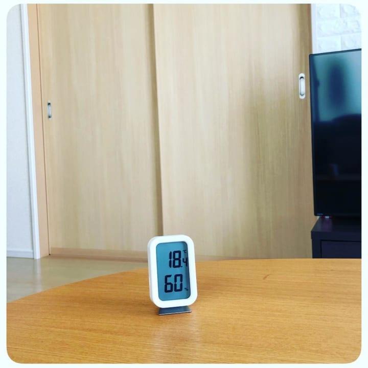 コンパクトな温湿度計