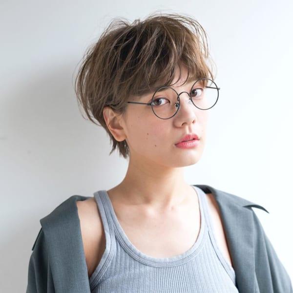 ベリーショート パーマスタイル メガネ