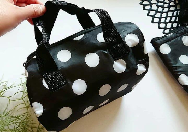 【キャンドゥ】ファッションのポイントとしても使えそうな保冷バッグ