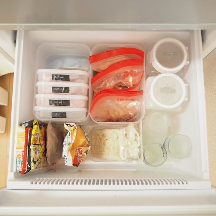食品ごとに分けることで、限られたスペースを上手に使える2