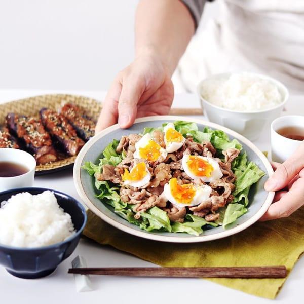 ゆで卵のせ豚肉炒め