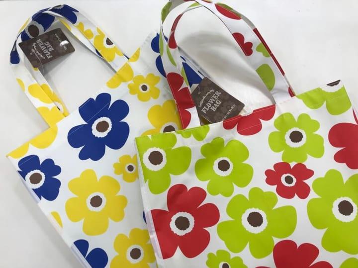 花柄モチーフのバッグ