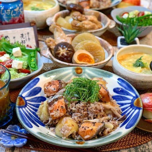 雑穀米と鮭とじゃがいもの炊き込みご飯