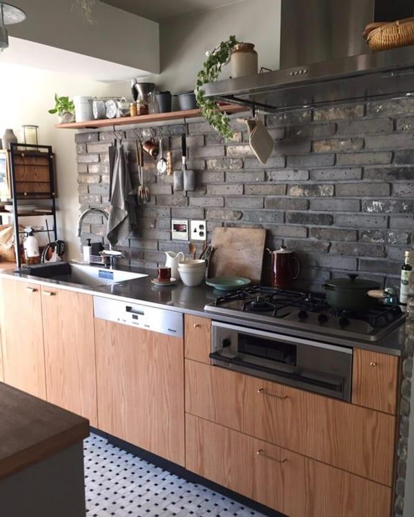 ヴィンテージ要素を取り入れることで、魅力的なキッチンに