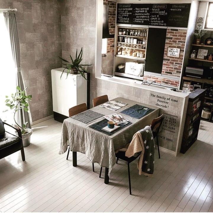 食事やティータイムが楽しくなるような、遊び心を感じさせるお部屋