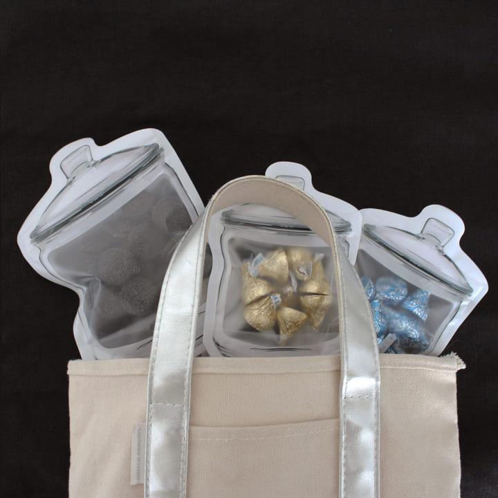 マチつきで実用性も兼ねているジッパーバッグ