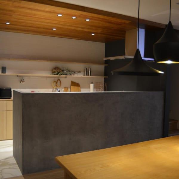 重厚感のあるキッチン