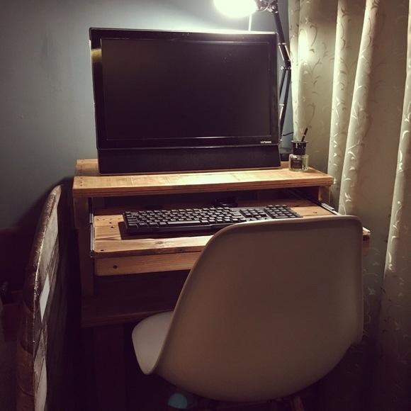 キーボードも収納できるPCテーブルのDIY
