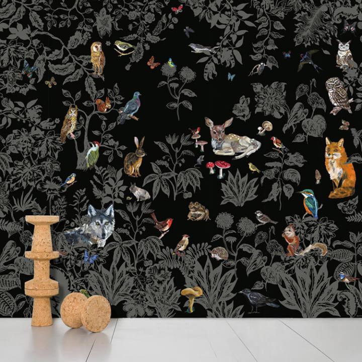 大人っぽさが全開する黒ベースの森デザイン