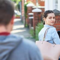 ストーカー気質のある彼氏に困ってる!嫉妬心の強い男性への上手な対処法を解説