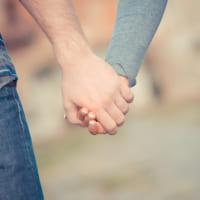 付き合う前に手を繋ぐ男性心理を読み解こう!脈ありor脈なしの見分け方もご紹介♪