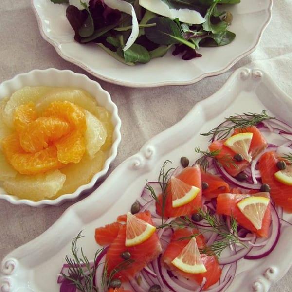 スモークサーモンと紫玉ねぎのサラダ