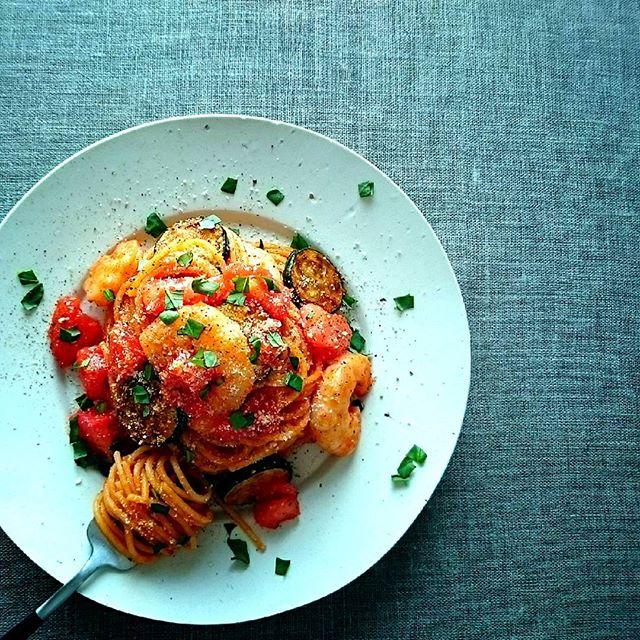 海老とズッキーニのトマトソースパスタ
