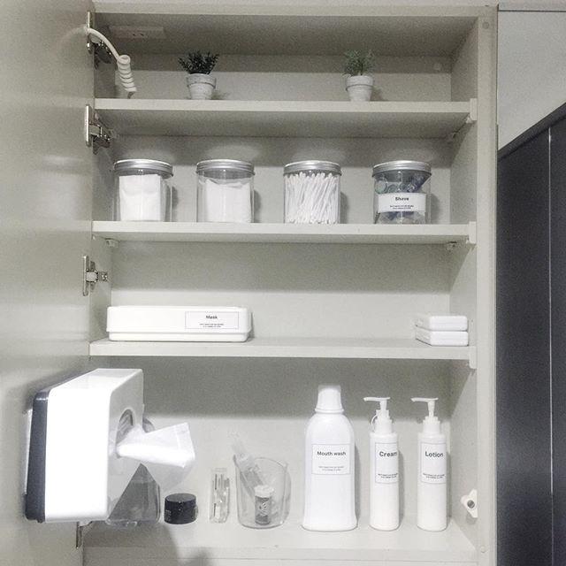 洗面所のホワイト収納