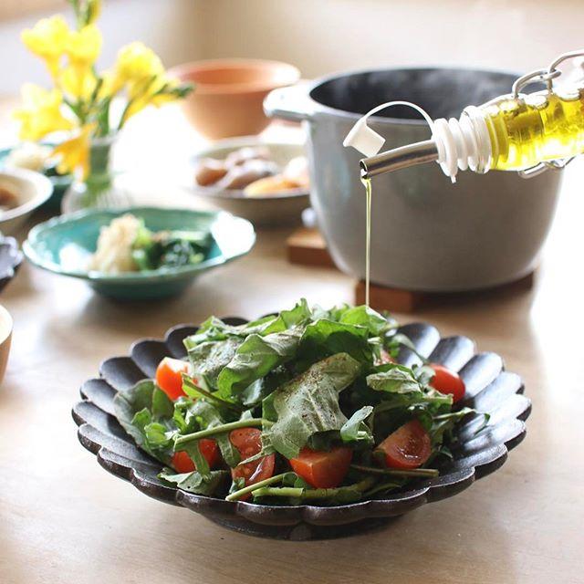 切って盛り付けるだけの簡単料理!ルッコラとトマトのサラダ