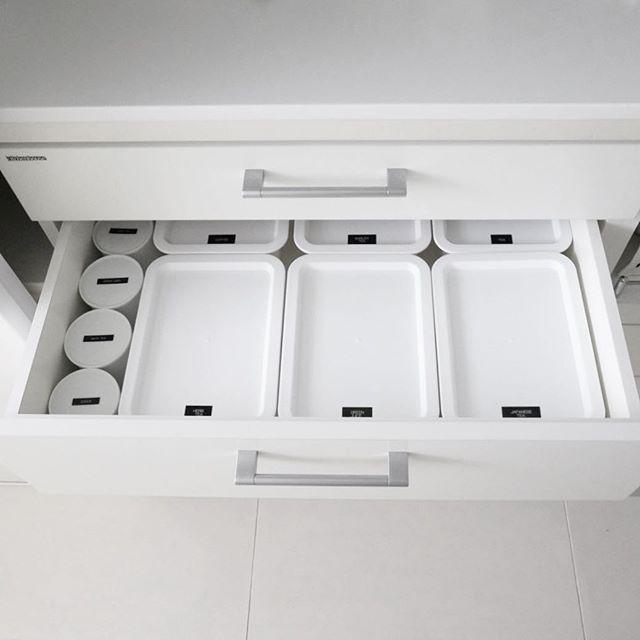 キッチンのホワイト収納2
