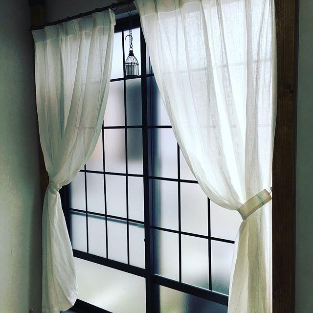 カーテンは透け感のあるものを使う2