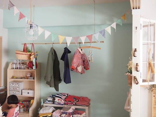 ②天井・壁から吊るす洋服収納