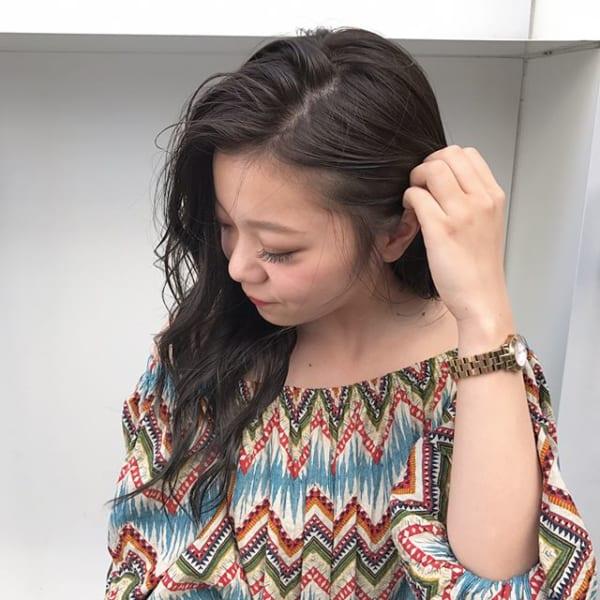 暗髪ゆるふわロングヘア×サイドパートバング