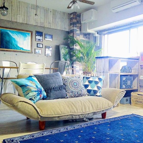 座り心地の良いソファー&クッションでホテル感をプラス