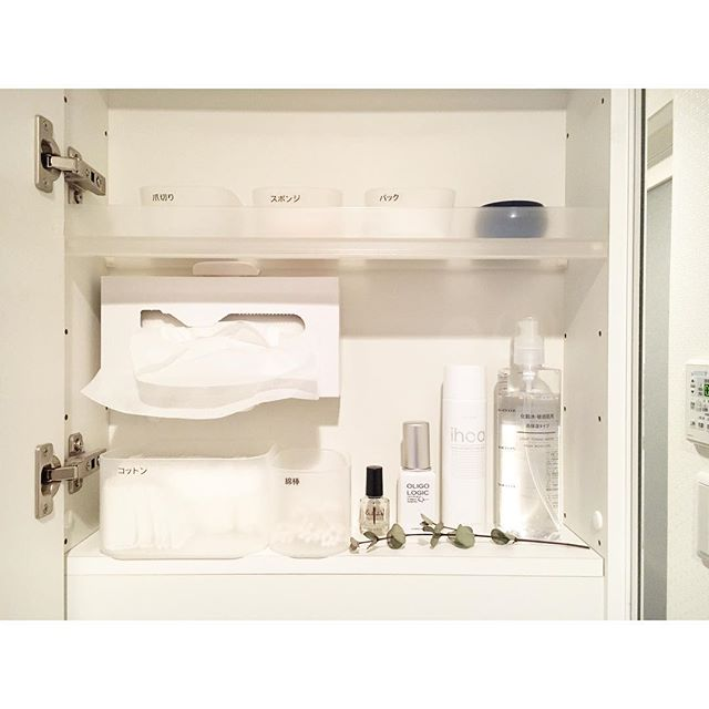 洗面所のホワイト収納2