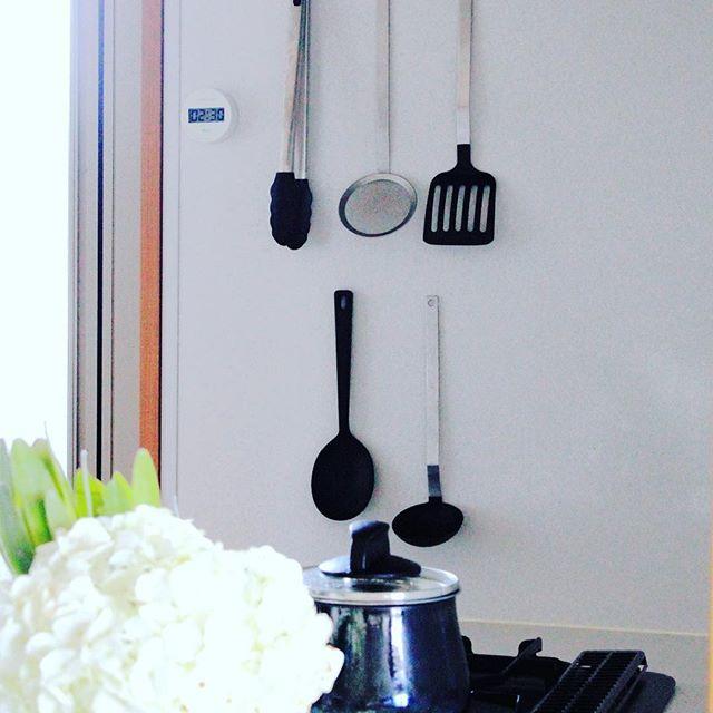キッチンで活躍するマグネット収納5