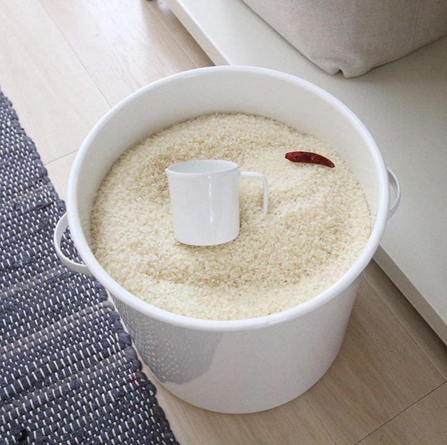 ホーロー製の米びつ2