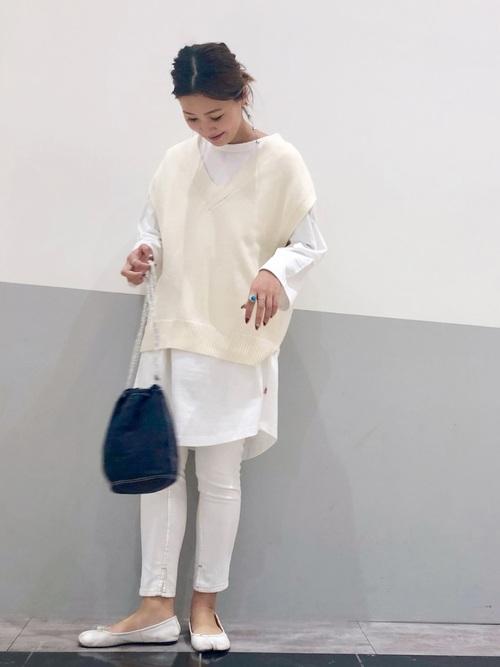 白コーデで秋のきれいめ大人スタイル