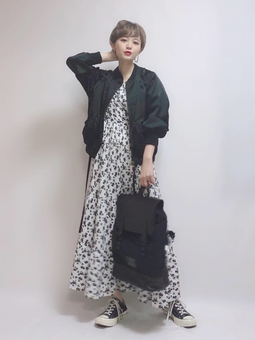 出典:zozo.jp [ECLIN] 《江野沢愛美さん着用》レースアップサテンブルゾン