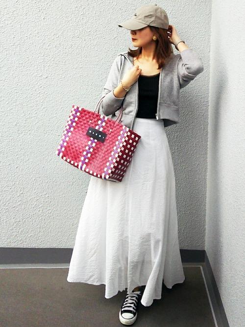 白スカートでヘルシー美人スタイル