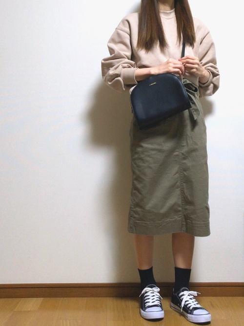 プチプラ カーキ スカート 秋コーデ5