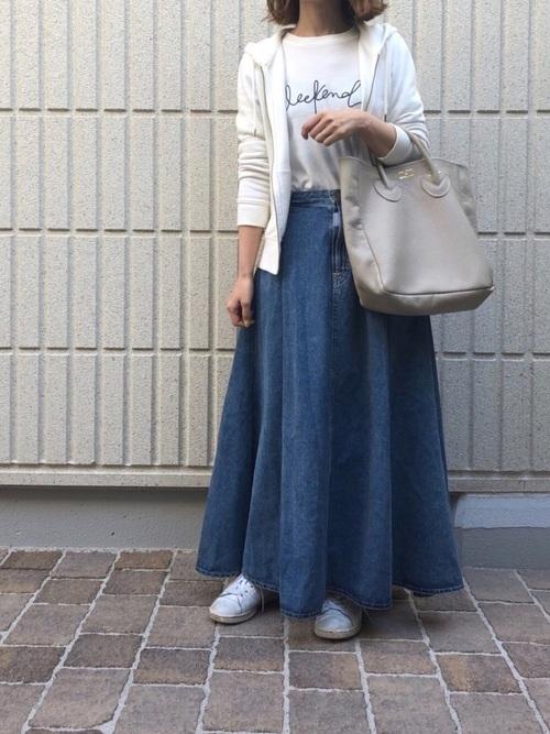 GUパーカー×スカートのデートコーデ