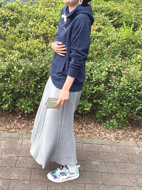 チャンピオンパーカー×スカートの春夏コーデ2