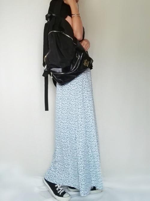 エアリーシャツ×フラワープリントフレアロングスカート