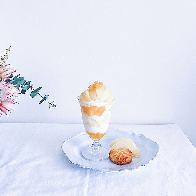 桃一個を使用した白鳳のパフェ
