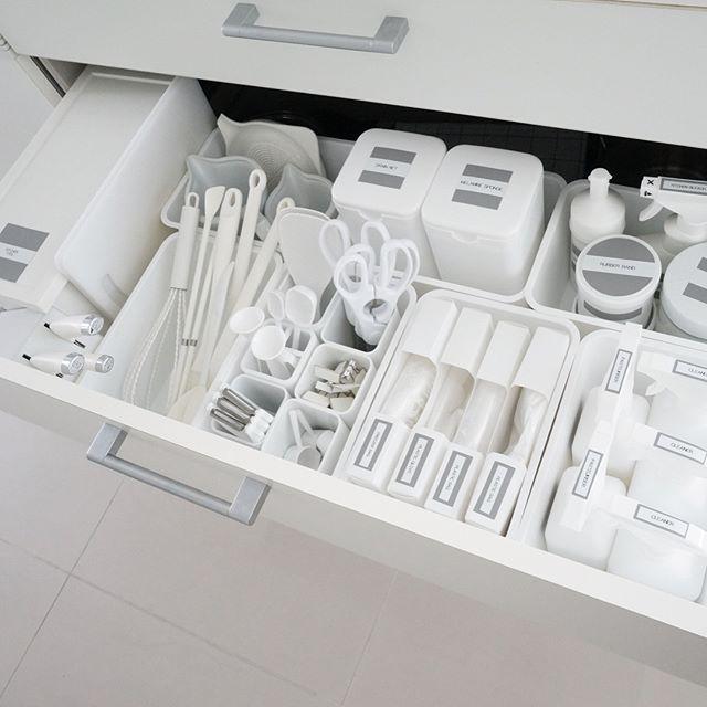 キッチンのホワイト収納3